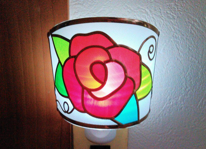 深紅のバラの足元ランプ