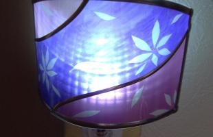 和紫の足元ランプ